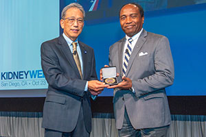 Photo of Dr. Rodgers receiving the President's Medal from the American Society of Nephrology
