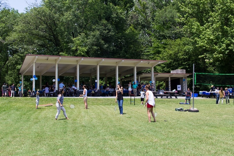 NIDDK employees enjoy Institute's picnic in the park