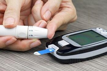 enfermera de control de la diabetes