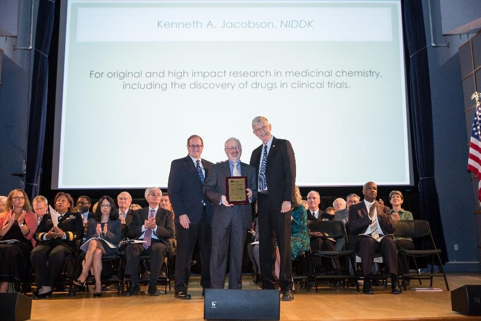 Dr. Jacobson receiving the 2017 NIH Director's Award. The prestigious award is for original and high impact research in medicinal chemistry, including the discovery of drugs in clinical trials.